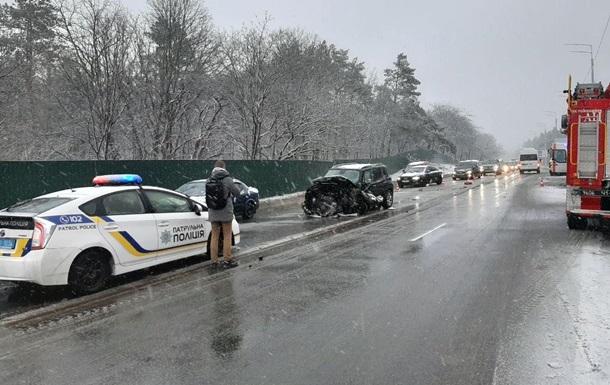 У Києві зіткнулися два авто, є загиблий