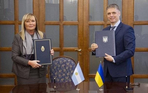 Кабмин утвердил безвиз с Аргентиной и Монголией