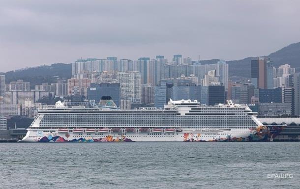 В Гонконге закрыли на карантин круизный лайнер из-за коронавируса