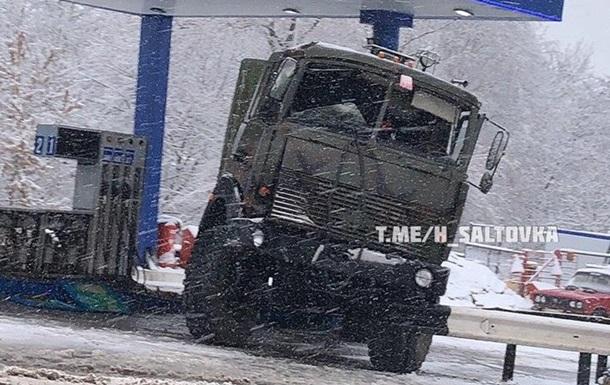 В Харькове военный МАЗ влетел в заправку