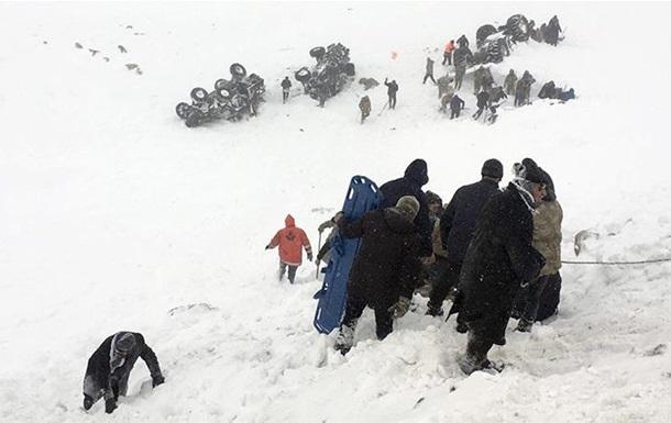 Жертвами схода лавин в Турции стали 38 человек