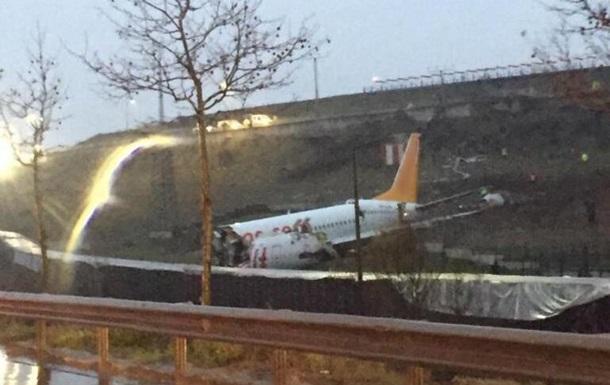 В аэропорту Стамбула потерпел крушение самолет