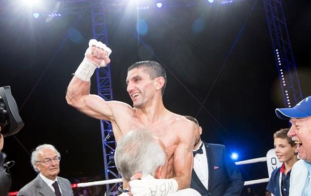 Далакян захистив свій чемпіонський титул у бою з Пересом