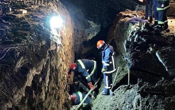 При обрушении грунта в Тернополе погибли двое рабочих