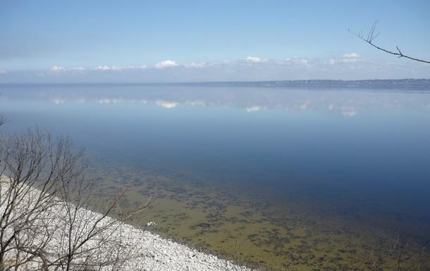 У Каховському водосховищі знайшли пестициди: людей просять не пити воду