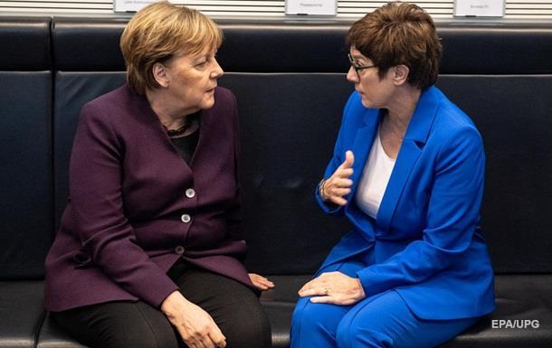 В Германии освободилось место преемника Меркель