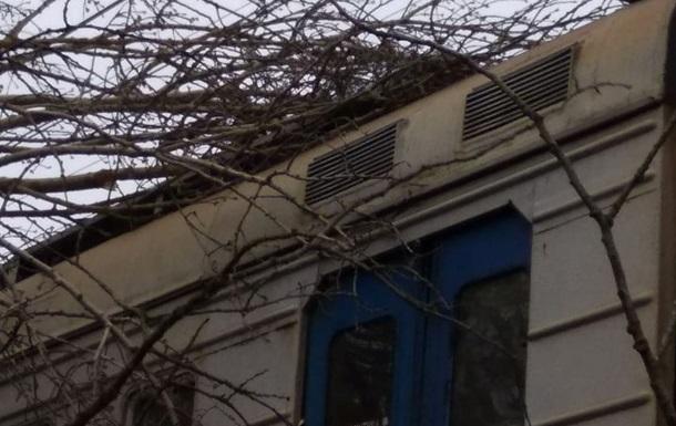 В Украине из-за непогоды нарушена работа ж/д сообщения