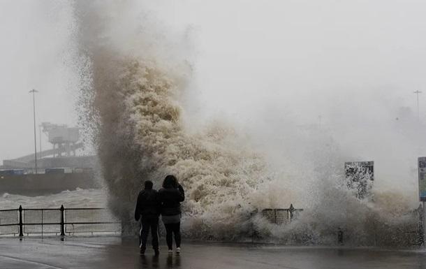 Ураган і шторм. Європу накрила негода