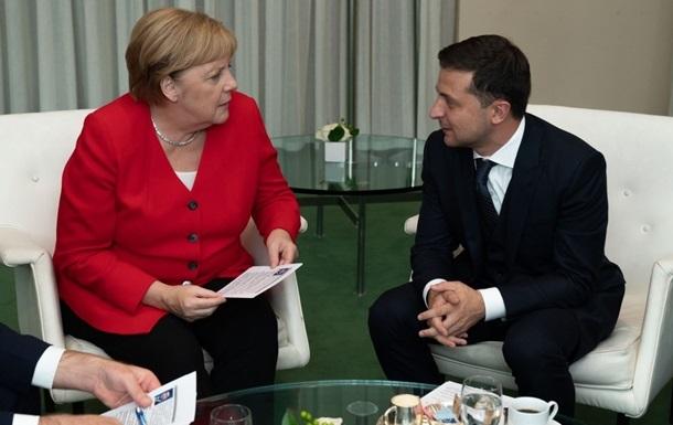 Зеленский поговорил с Меркель о Донбассе