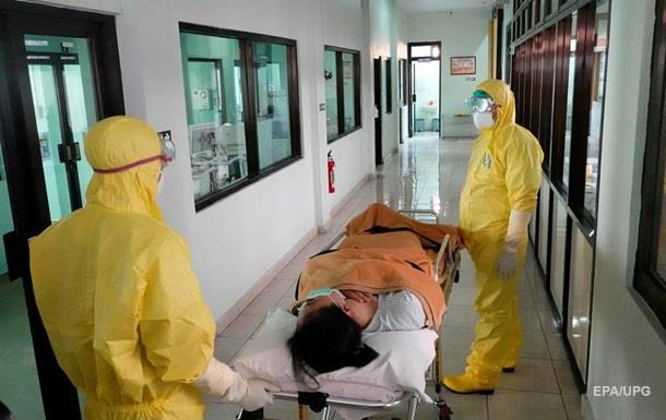 Китай: Захворюваність на коронавірус впала на 50%