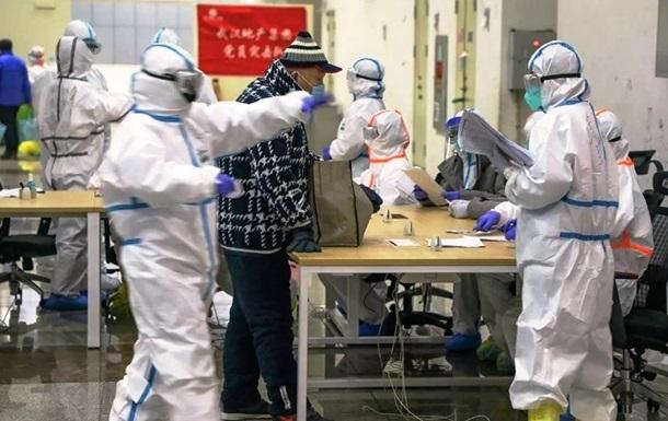 Медики в госпитале в Ухане станцевали для больных коронавирусом