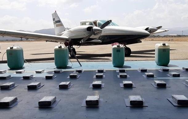 Самолет с 500 кг наркотиков перехватили в Венесуэле