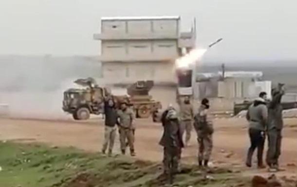 В сети показали, как турецкие военные обстреляли силы Асада из РСЗО