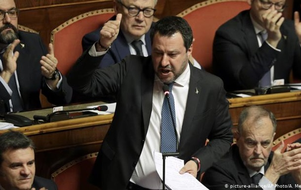 Сенат Італії позбавив недоторканності екс-главу МВС Сальвіні