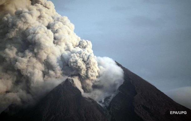 В Индонезии начал извергаться самый активный вулкан