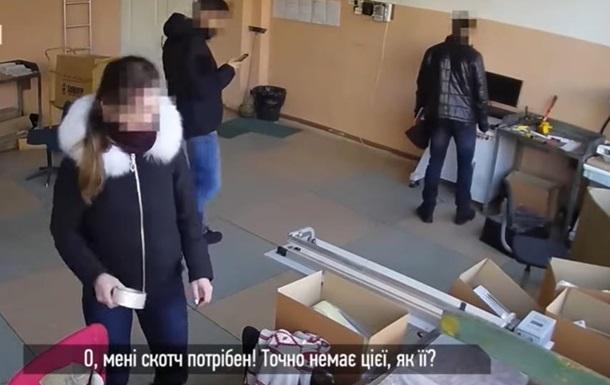 В Одесі копи обікрали офіс під час обшуку