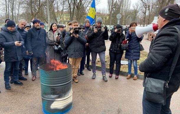 Жители Житомира сожгли платежки за доставку газа