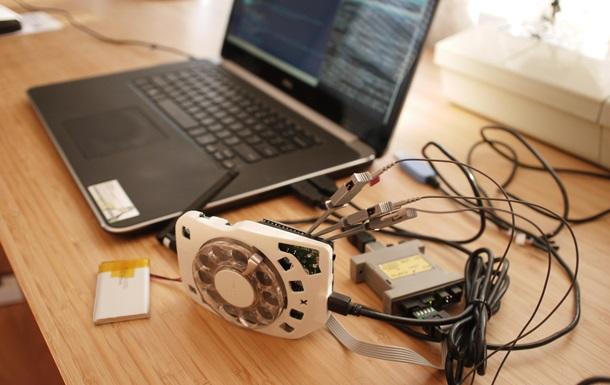 Инженер сделала дисковый мобильный телефон (фото)