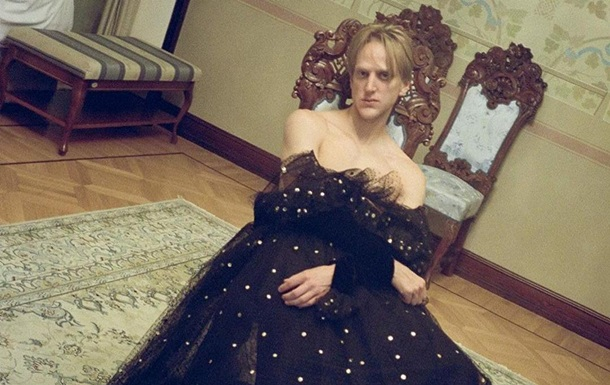 Фото журнала Vogue с мужчиной в платье вызвало споры в сети