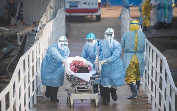 В Китае почти две тысячи медиков заразились коронавирусом