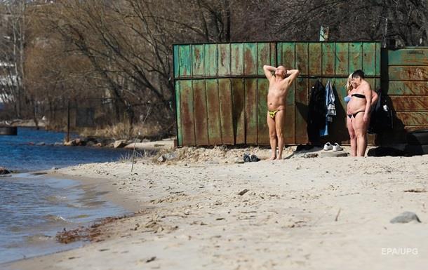 Погода вихідними: в Україні мокро і тепло