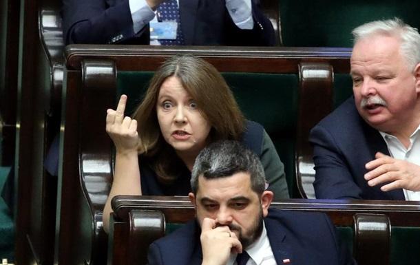 У Польщі депутат Сейму показала опозиції середній палець