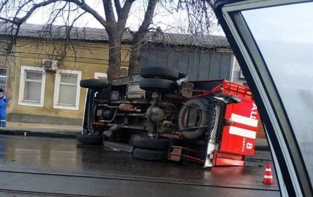 В Одессе перевернулась пожарная машина