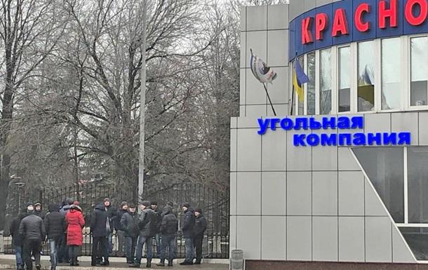 В Донецкой области 57 горняков второй день бастуют под землей
