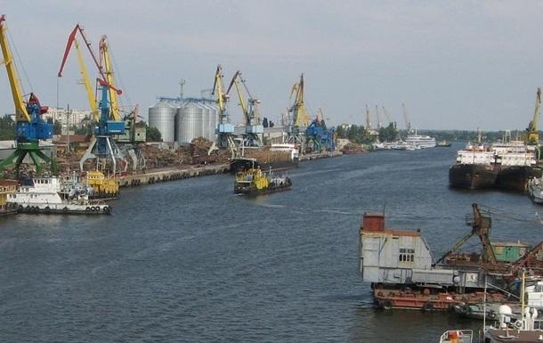 В Крыму из-за санкций массово сократят работников портов