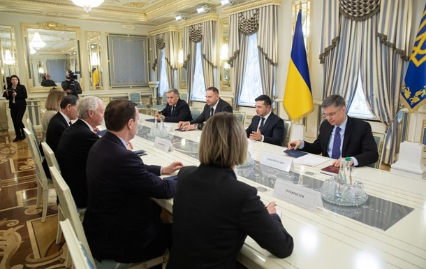 Зеленский обговорил с сенаторами США помощь Киеву