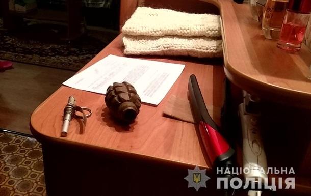 В Краматорске мужчина угрожал подорвать гранатой женщину с ребенком
