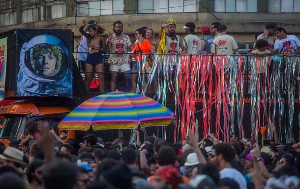 На карнавале в Бразилии произошла стрельба − СМИ