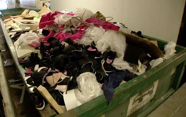 В США выбросили кучу белья Victoria s Secret