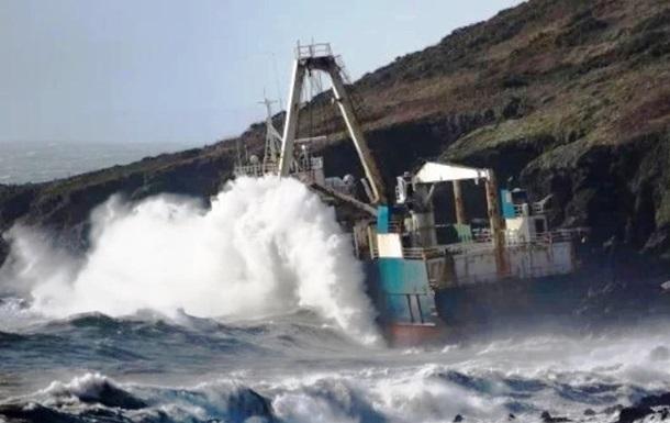 У берегов Ирландии появился корабль-призрак: фото
