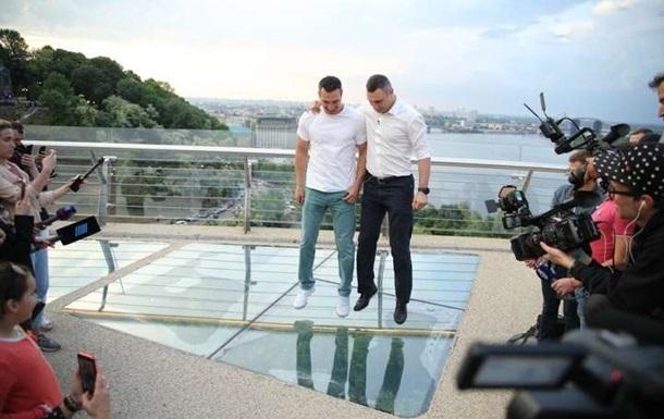 Кличко заявил об экономии 100 млн на  стеклянном  мосту