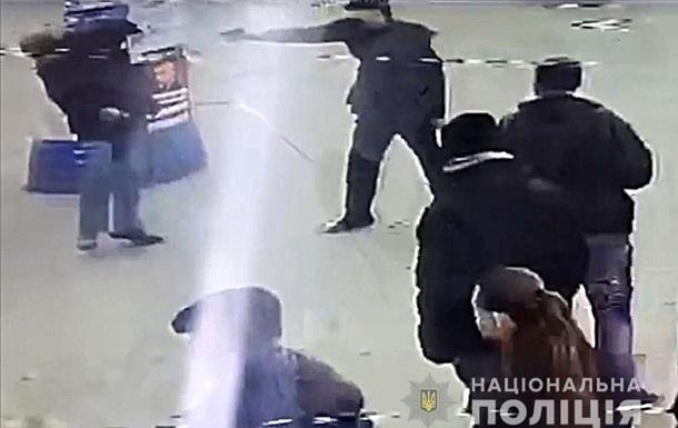 На остановке в Кременчуге застрелили мужчину