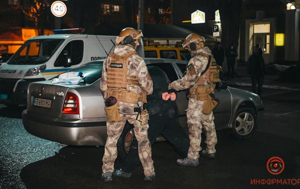 В Днепре спецназ задержал четырех мужчин