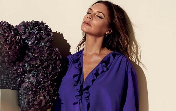 Виктория Бэкхем в ярком наряде попала на обложку Vogue