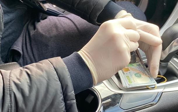 В Хмельницкой области на взятке в $20 тысяч задержали фискала
