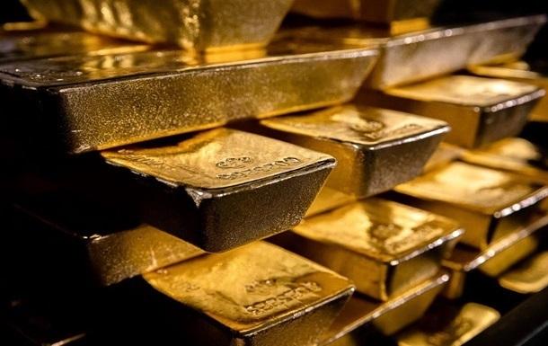 Цена на золото достигла максимума за семь лет