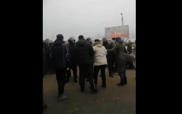 Евакуація з Уханя: на Полтавщині перекрили дороги
