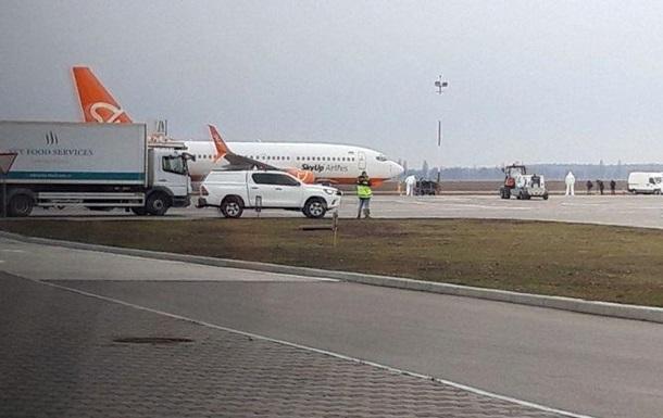 В аеропорту Бориспіль приземлився літак з Уханя