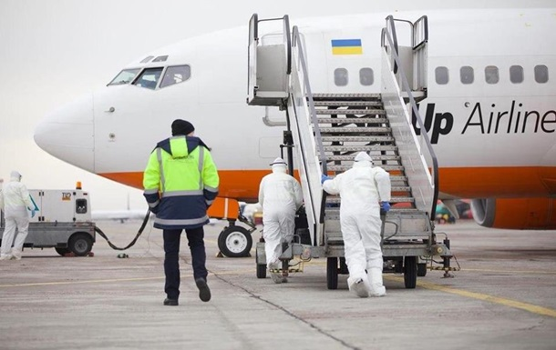 Самолет с эвакуированными прилетел в Харьков