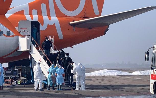 Евакуйовані з КНР проходять перевірку в Харкові