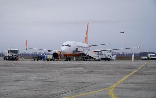Эвакуировавший украинцев самолет дезинфицировали