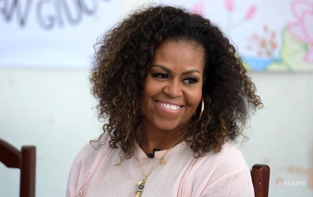 Мишель Обама показала архивное фото в выпускном платье
