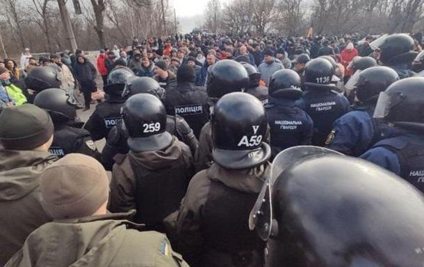 О мирных протестующих