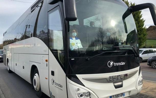 Эвакуация из Уханя во Франции: туристы выезжают, местные нервничают