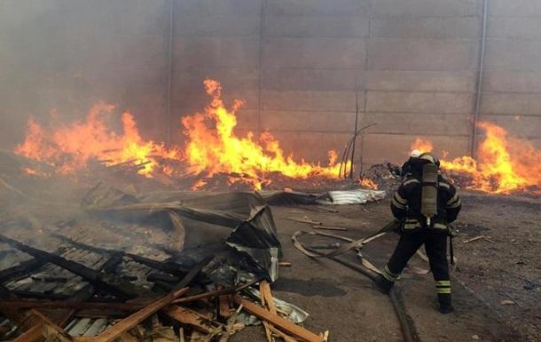 В Николаеве загорелись отходы на территории предприятия