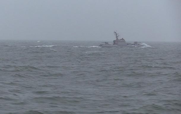Українські кораблі провели стрільби на Азові